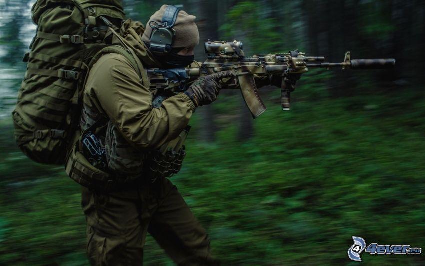soldier with a gun, AK-12