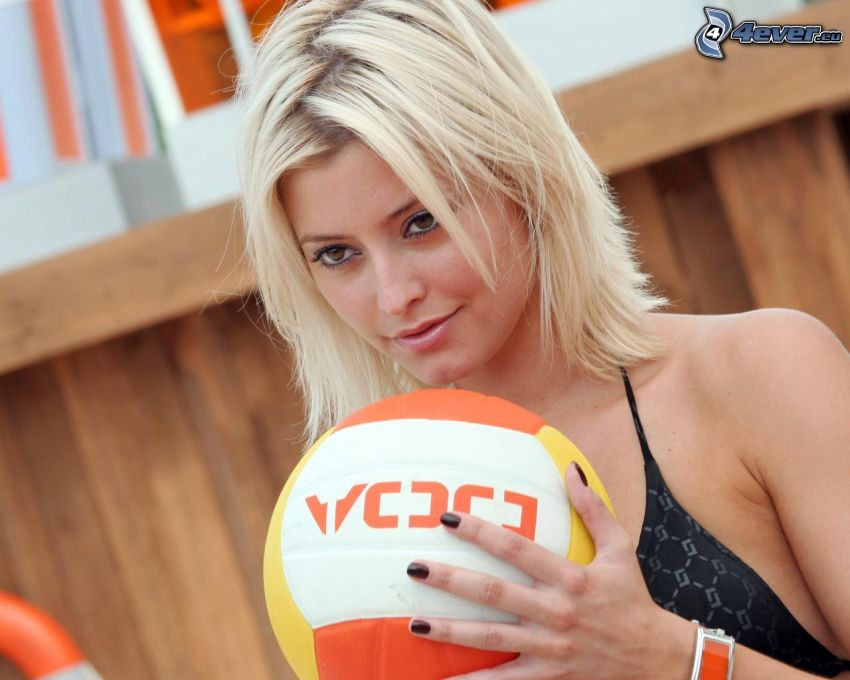 Holly Valance, volleyball