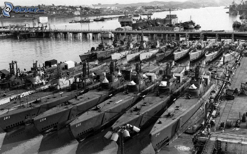harbor, black and white photo