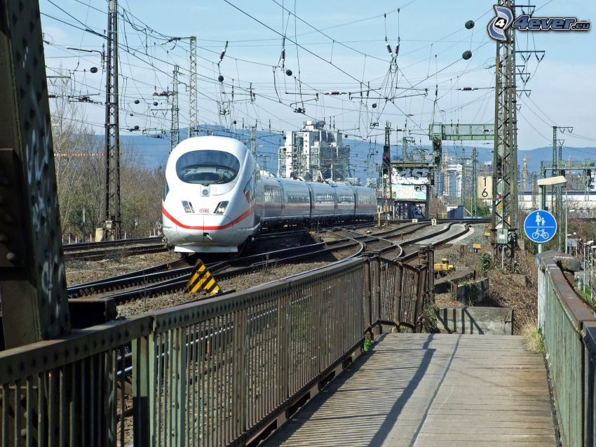 ICE 3, high speed train, railway station, rails