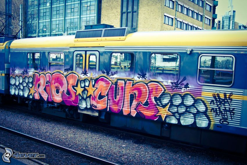train, graffiti