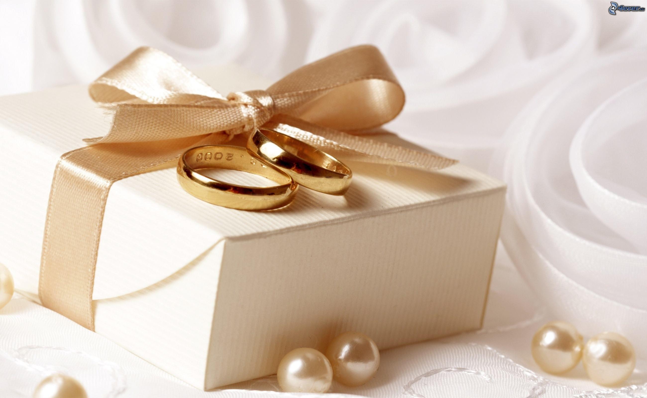 Оригинальные подарки на свадьбу молодоженам своими руками: мастер-классы 70